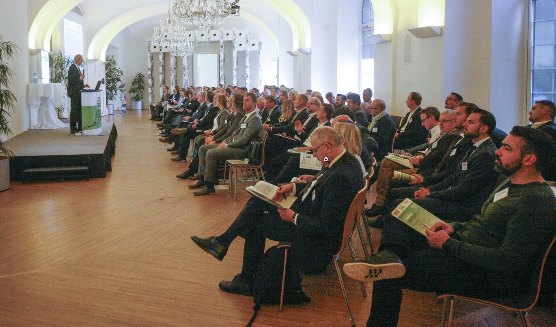 3.Konferenz_fuer_Emobilitaet_Schloss_Schoenbrunn_Wien.jpg
