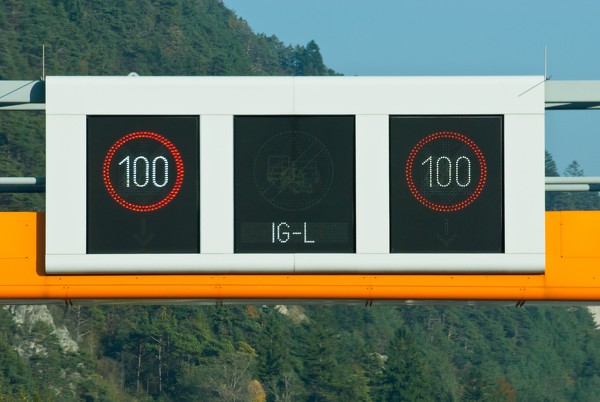 Tempo 100 IG-L - gemeinfrei Hermann Hammer CC-0.jpg